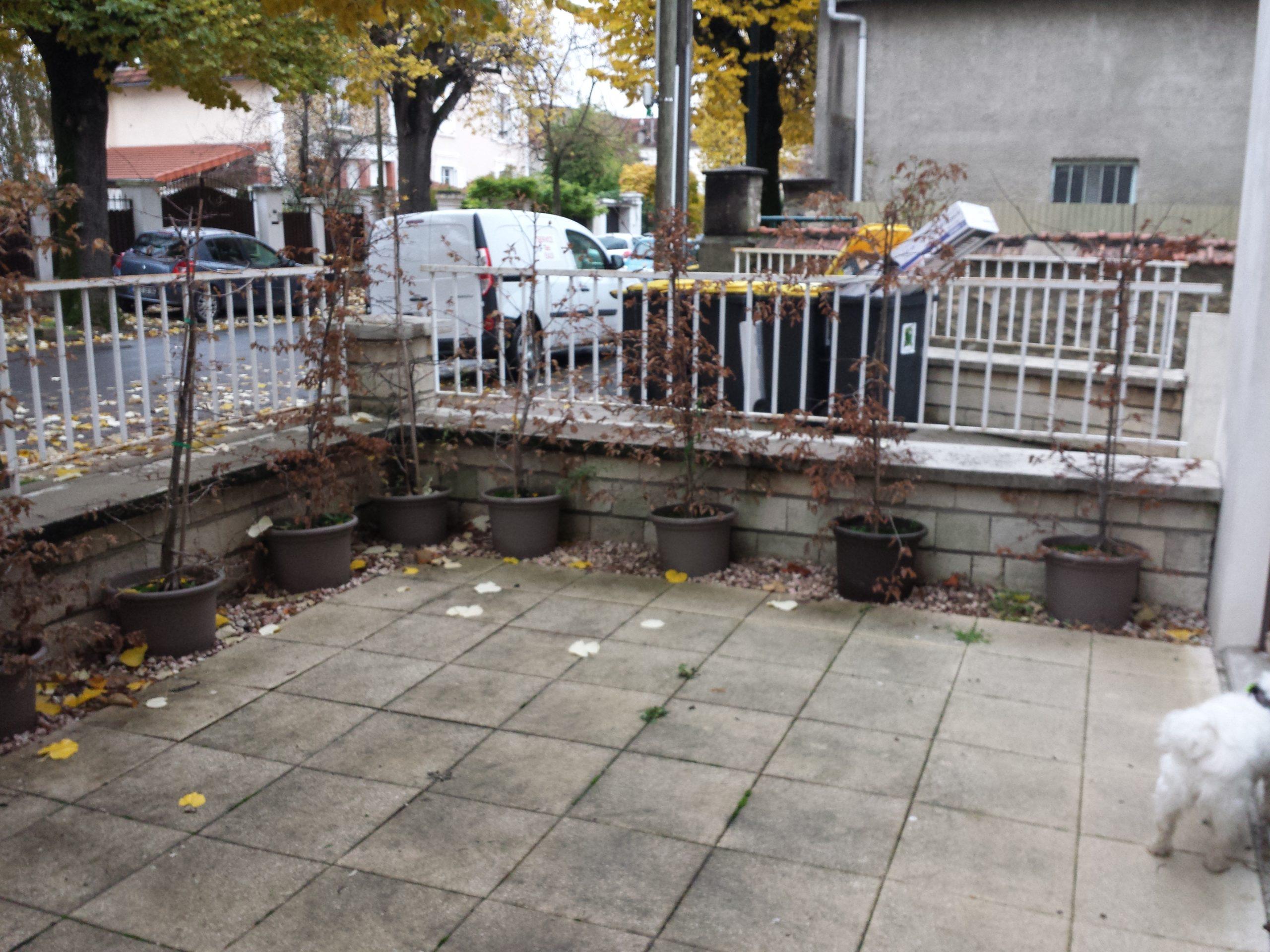 Photo avant : terrasse de ville à protéger du vis-à-vis