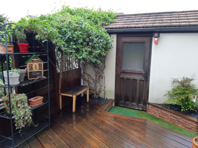 avant : terrasse et plantes entretenues
