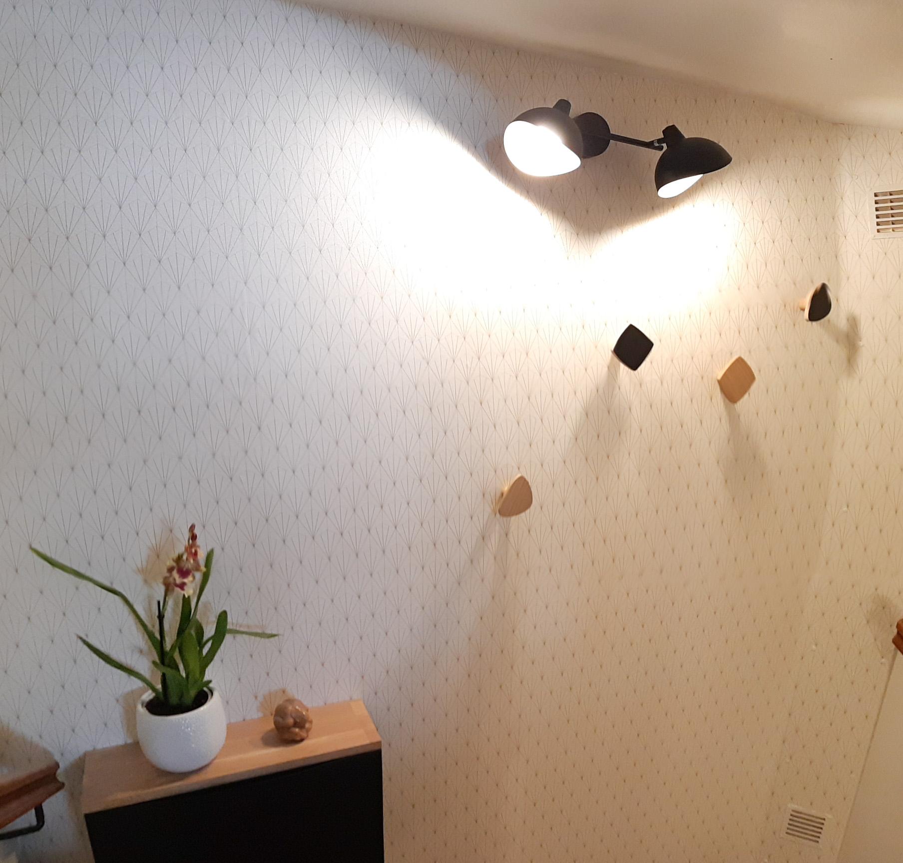 Photo après : palier d'escalier transformé en entrée Art déco